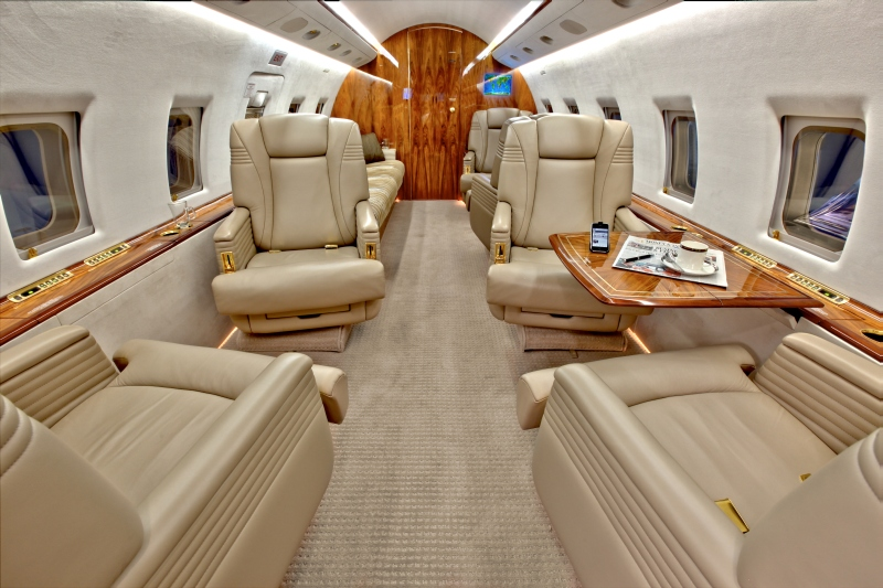 /media/stephanie-usp/aircraft-photos/cl604/cl604_interior-1.jpg